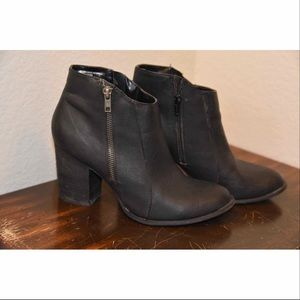 Diba Tracey black ankle boots.  SZ 9